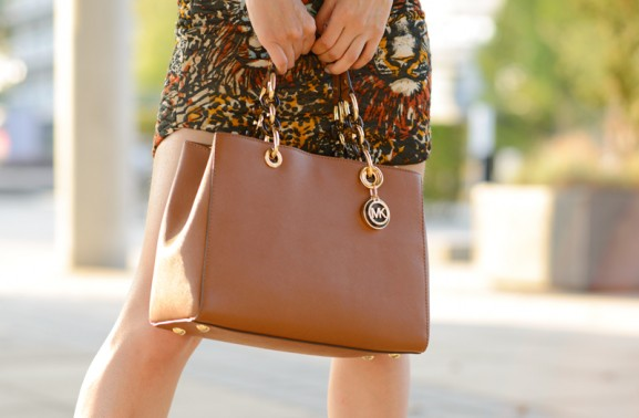 Michael-Kors-Tas-Cynthia-bruin-577x378 Outfit: Chestnut gold