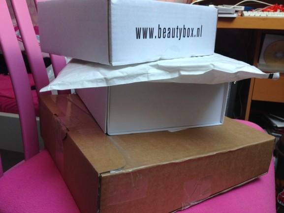 Pakketjes-ontvangen-577x432 Diary pic's: bowlen, pakketjes & feestjes