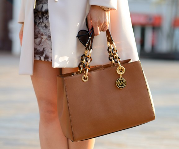 coat-flowerdress-taupe-Michael-Kors-bag-Cynthia