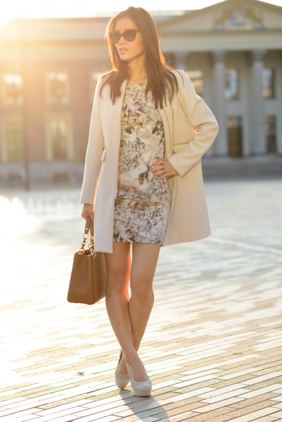flowerdress-taupe-coat-mk-tas-cynthia-577x864 Outfit: Taupe flowerdress & coat