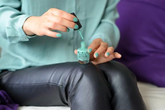 pastel-groen-opi-nagellak-najaarscollectie-2014-577x385 Outfit: Mintgroene blouse