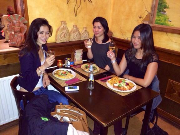 Met zussen kai huong en njoek huong yucatan