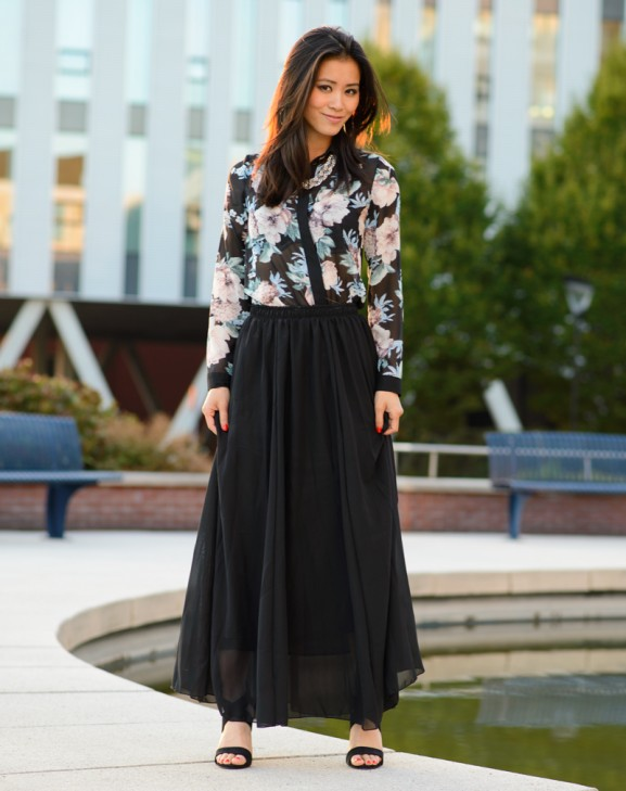 Outfit-black-maxi-skirt-blouse-flowers-chicwish-fashion-blogger