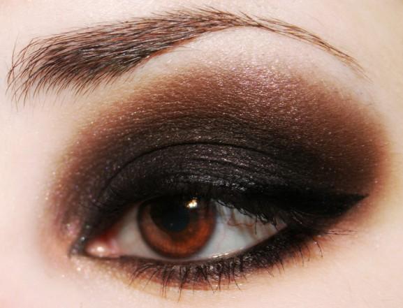 doner-bruin-zwart-smokey-eye-577x441 Inspiratie voor een feestelijke make-up look