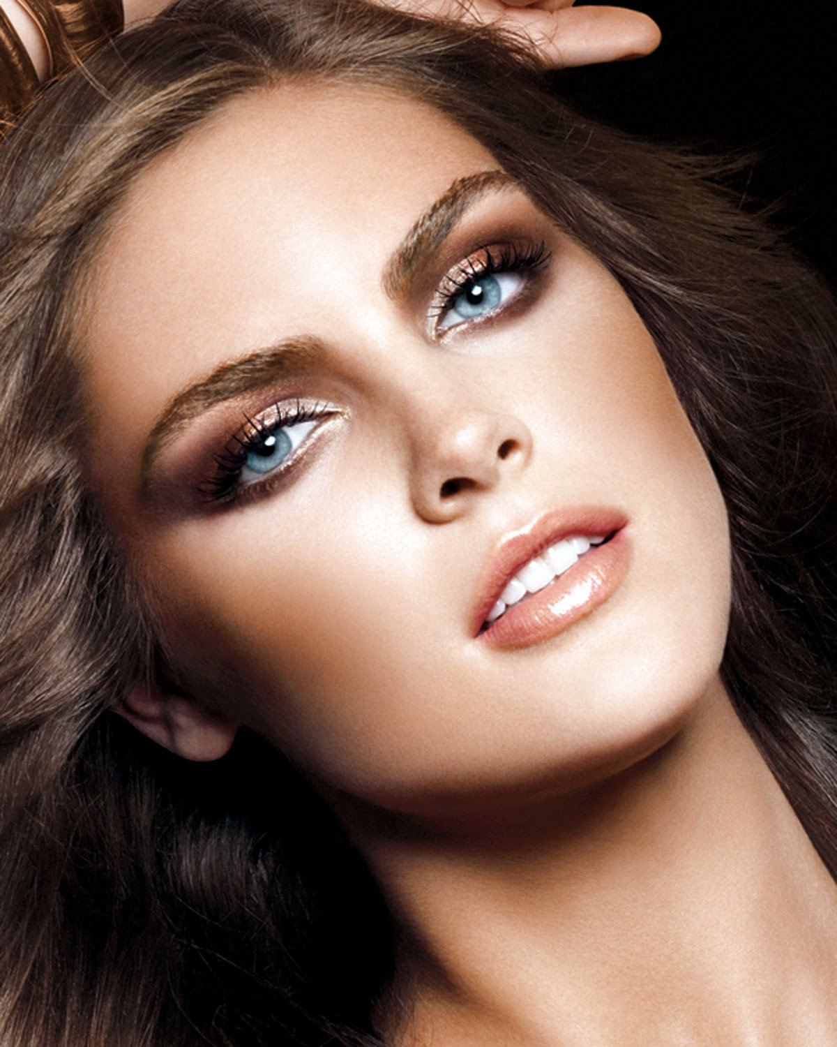 Bridal Makeup For Blue Eyes And Brown Hair : Inspiratie voor een feestelijke make-up look The Beauty ...