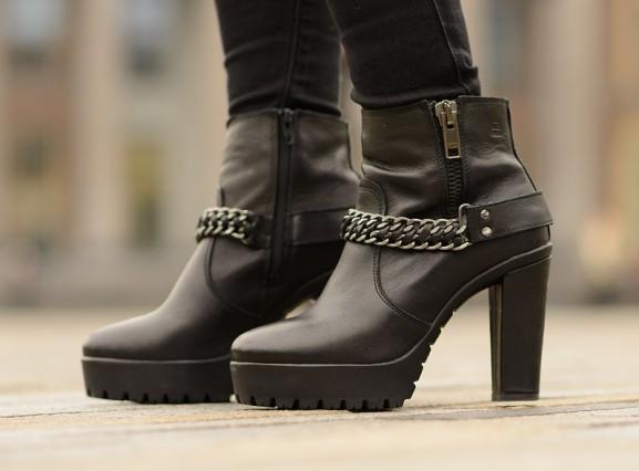 Bullboxer-black-boots-heels-laarsjes-chain