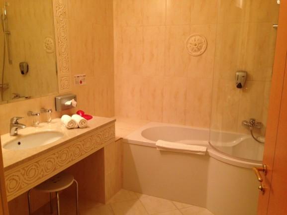 Hotel lacknerhof badkamer