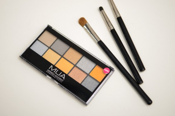 Mua-Palette-eyeshadow-Going-For-Gold