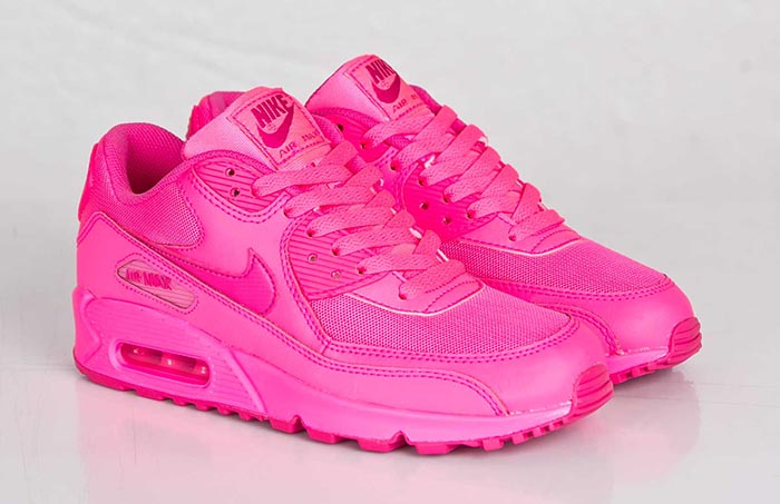 Musthave: Nike Air Max GS 90 Hyper Pink | The Beauty Musthaves