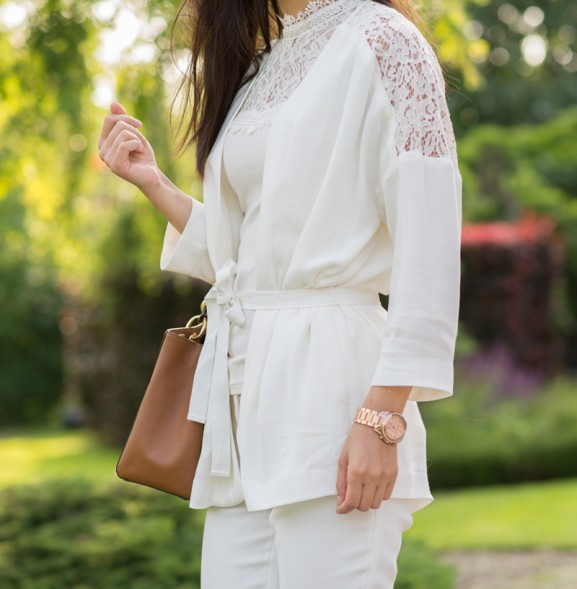 all-white-outfit-blogger-my-huong-details-michael-kors