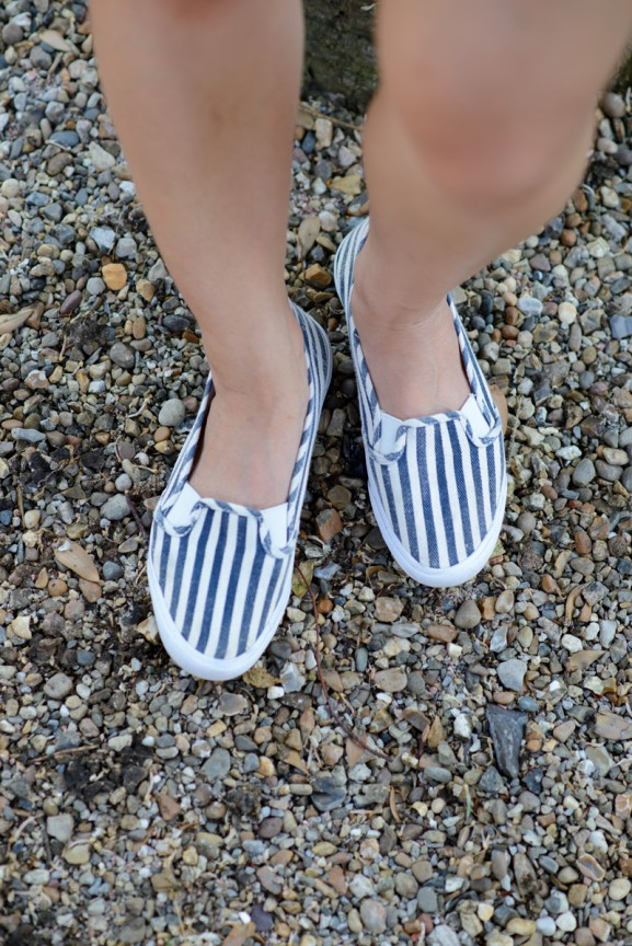 schoenen-hm-jeans-striped-feet-577x864 Outfit: Striped short vs. jeans blouse