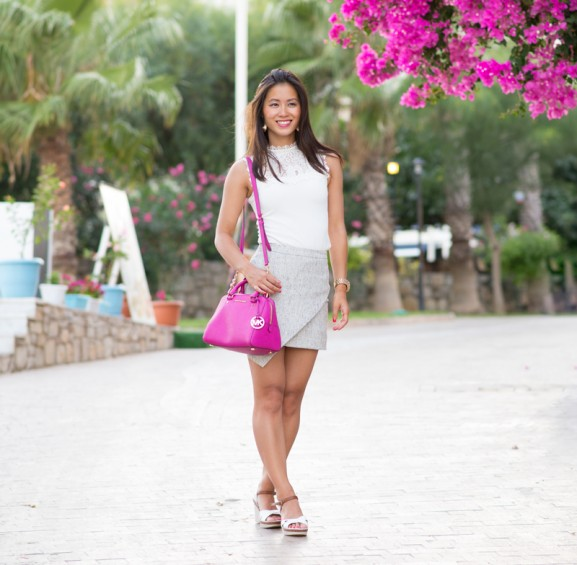 grijze-jurk-pink-bag-datca-577x565 Outfit: with a touch of pink!