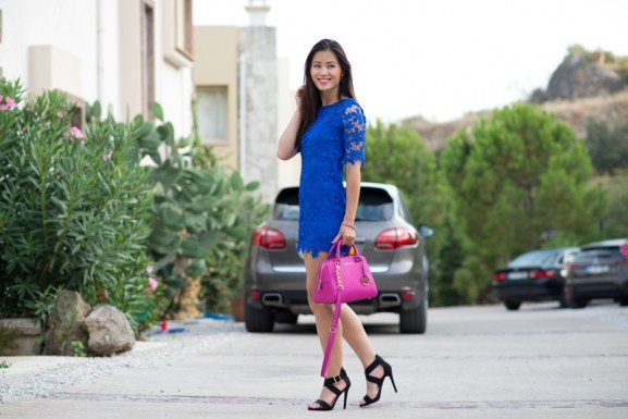 my-huong-porsche-cayenne-kobalt-blauw-blue-sheinside-lace-dress