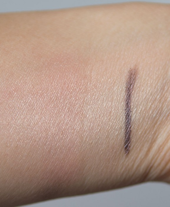 Dior-Liner-waterproof-highlighter-swatch