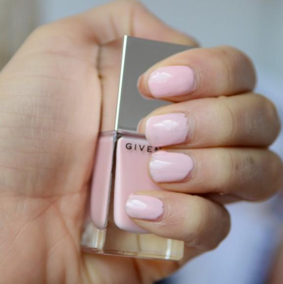 Givenchy-Le-vernis-rose-Devin