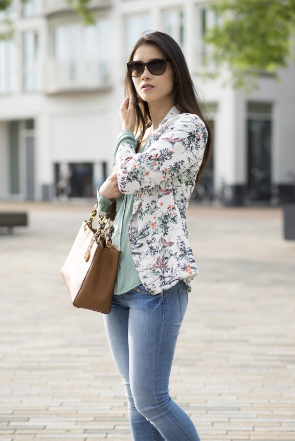 Outfit floral blazer pastel green
