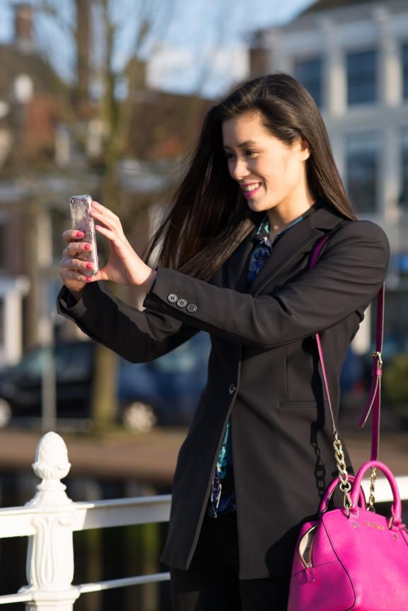 selfie-harlingen-Michael-Kors-fushia-pink