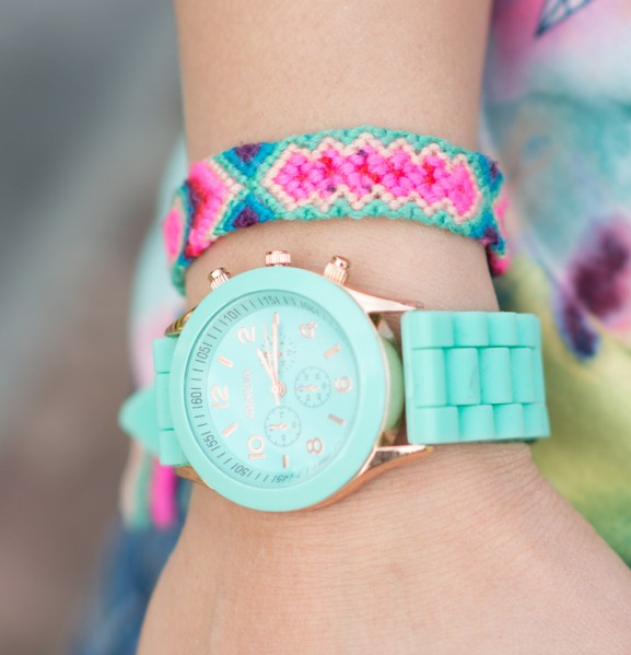 Mintgroene-horloge-Vriendschapsbandje-kikis-beadery