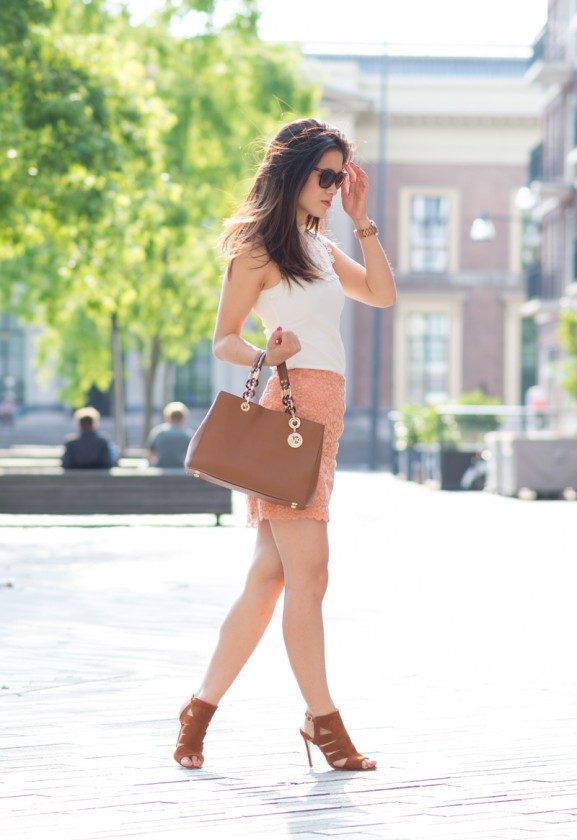 Outfit-peach-skirt-look