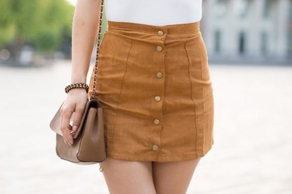 front-button-skirt-outfit-suede-577x385 Outfit: Button front skirt