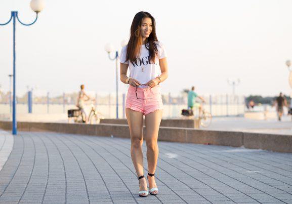makkum-outfit-koraal-neon-short-vogue-tshirt