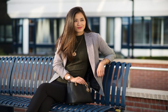Outfit-Stylish-casual-business-look-blazer-grey-kaki-black-pantalon-577x385 Outfit: Stylish business look