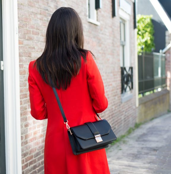 Lady-in-red-577x585 Outfit: Red Jacket en black loafers