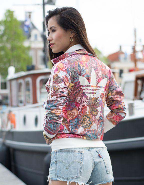 Festival-adidas-flower-jacket-levis-short-jeans