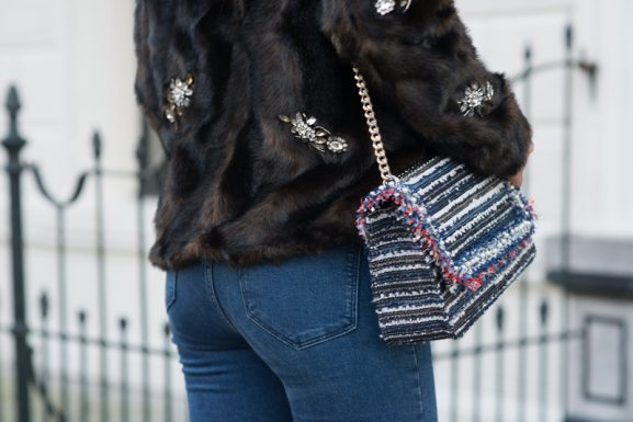 Faux-fur_outfit_zara_fall-winter-2017_Tweed-bag-577x385 Outfit: Faux fur blue Jeans