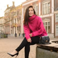 my-huong-Pink-fluffy-trousers-black-pants-200x200 Outfit: Roze fluffy trui