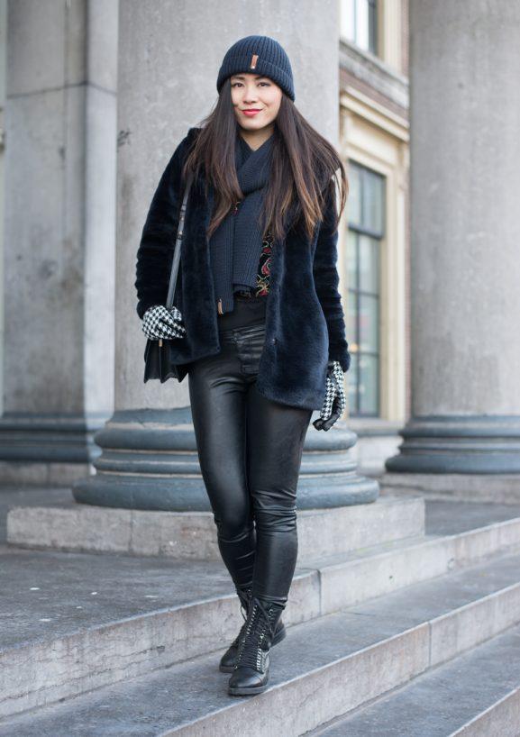 Outfit_Faux-fur_blue_Sacha_Bikerboots_Fashionchick-577x818 Winter Outfit: Navy blue faux fur coat