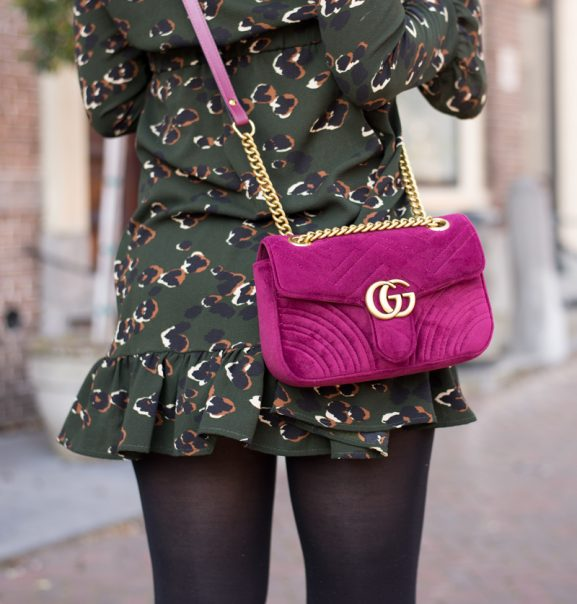 Gucci-Loavies-dress-_-Gucci_garmont_velvet_Outfit-577x604 The top 5 designer musthaves tas