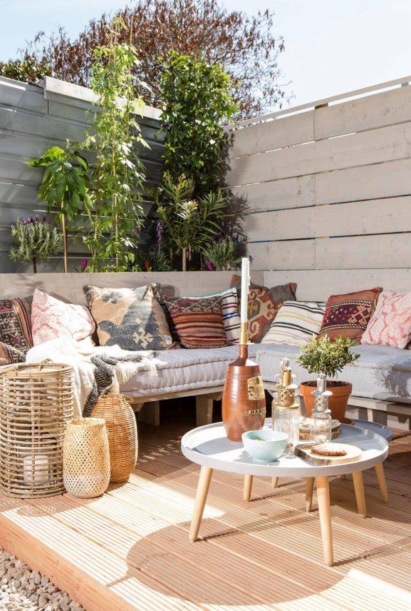 2020-tuin-loungehoek-577x856 5 dingen die je moet hebben in je tuin!